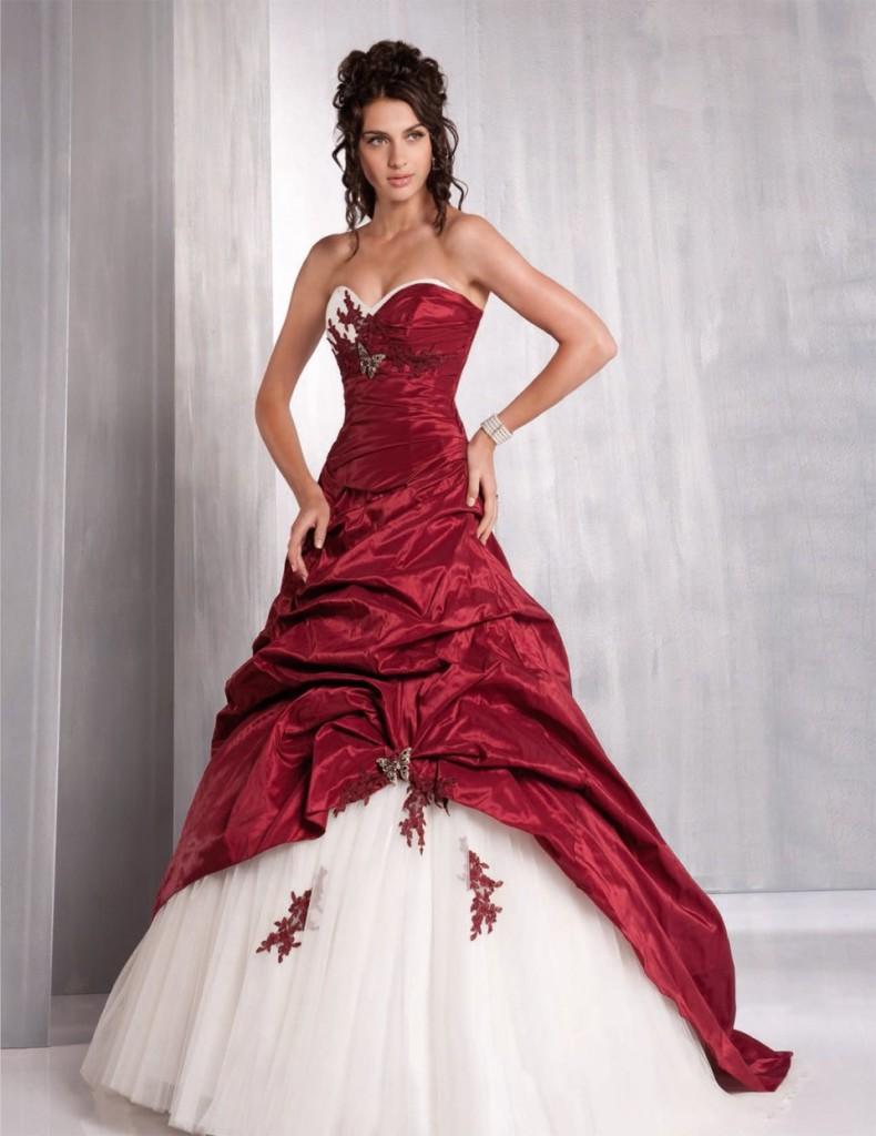 Червона весільна сукня