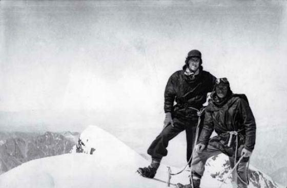 Перші люди на вершині Евересту
