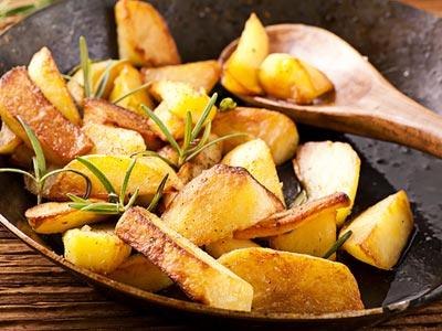 Як правильно смажити картоплю з цибулею