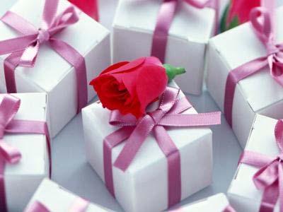 Найкращі подарунки на 8 Березня дружині