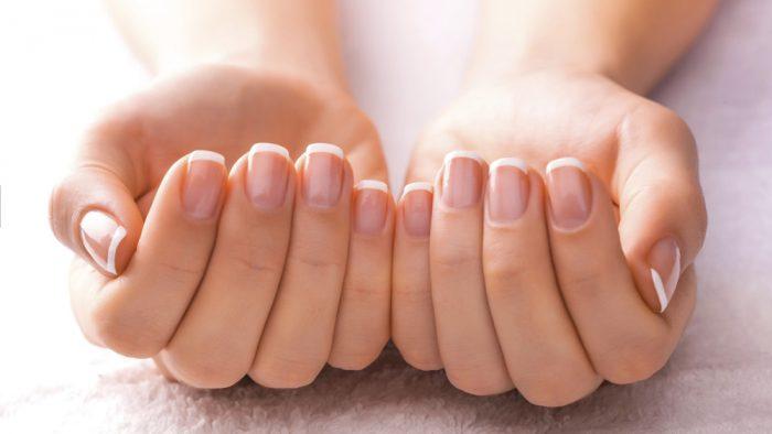 Простий манікюр на короткі нігті в домашніх умовах
