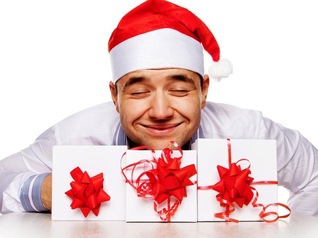 Подарунок коханому чоловіку на Новий Рік - фото