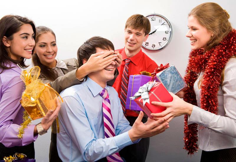 Що подарувати колегам на Новий Рік або робота святу не перешкода