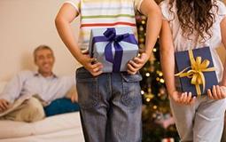 Креативні подарунки на Новий Рік батькам