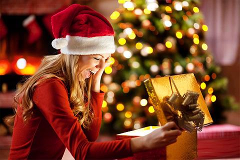 Дорогі подарунки коханій дівчині на Новий Рік Півня