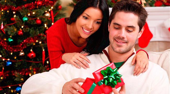 Що подарувати чоловіку на Новий Рік 2022? Ідеї подарунку для коханого чоловіка