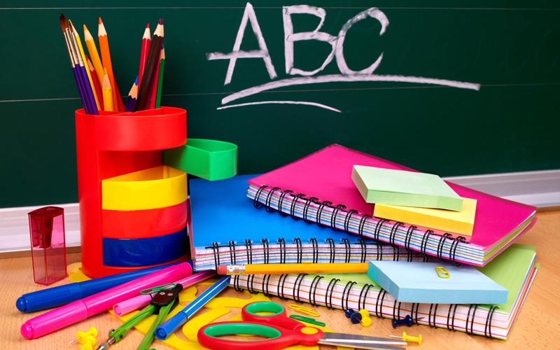 Що потрібно першокласнику з канцтоварів?
