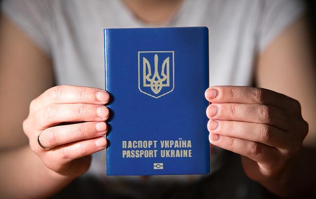 Як отримати закордонний паспорт в Україні