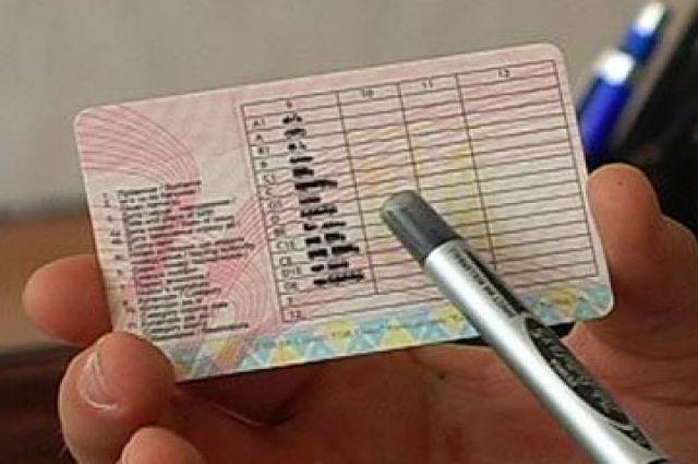 Штраф за водіння без прав в Україні?