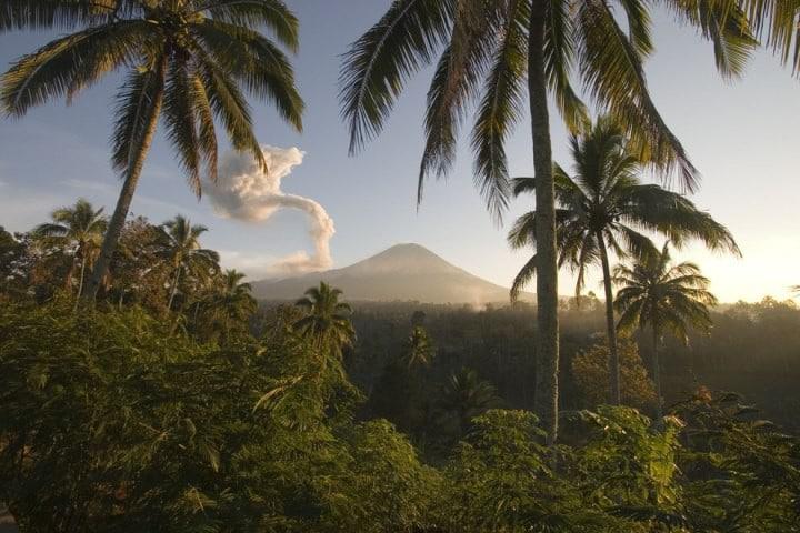 Острів Ява. Одне з найулюбленіших місць туристів