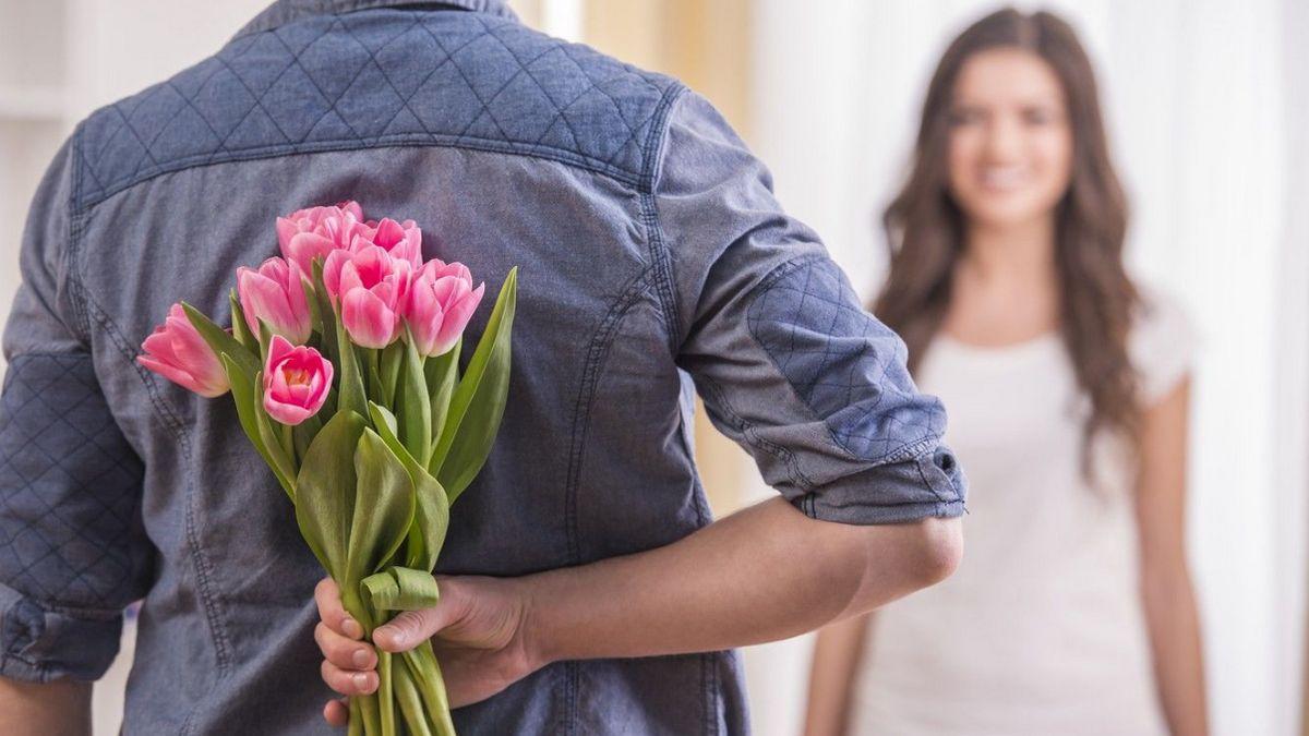 Привітання з 8 березня коханій дівчині у віршах